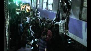 Train accident at Andheri in Mumbai 7 by www.stuff2india.com.wmv