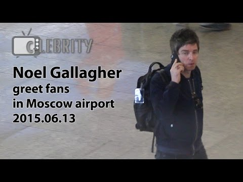 Noel Gallagher greet fans in Moscow airport, 13.06.2015