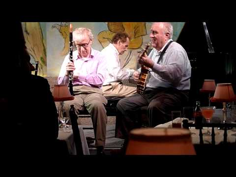 Woody Allen plays 'I Can't Believe that You're in Love with Me' at Café Carlyle