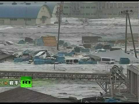 Video of tsunami waves smashing cars after Japan earthquake