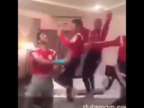 شاهد رقص لاعيبه المتخب مسخره هتموت من الضحك thumbnail