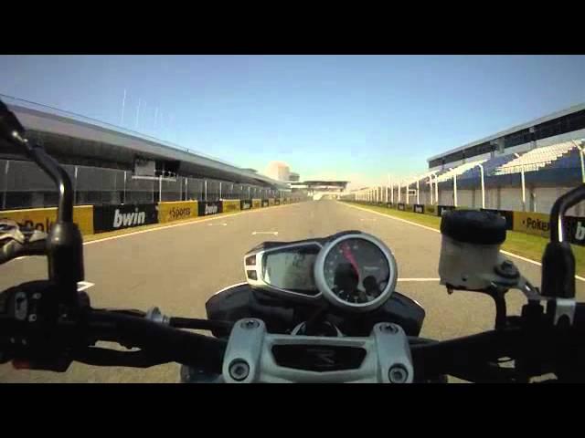 Vid�o Essai Triumph Speed Triple R 1050  2012 : Le roadster ultime d'Hinckley se d�couvre � Jerez !