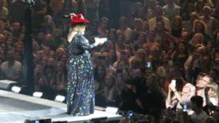 Download Lagu Adele being totally awesome posing for selfies and interacting with fans Gratis STAFABAND
