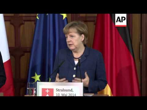 Merkel takes Hollande on walking tour of Stralsund, comments on Ukraine, Russia