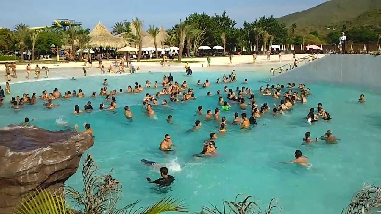 Waikiki piscina de olas parque el agua isla de margarita for Piscina de agua