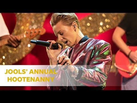 Download  La Roux - International Woman of Leisure Jools' Annual Hootenanny Gratis, download lagu terbaru