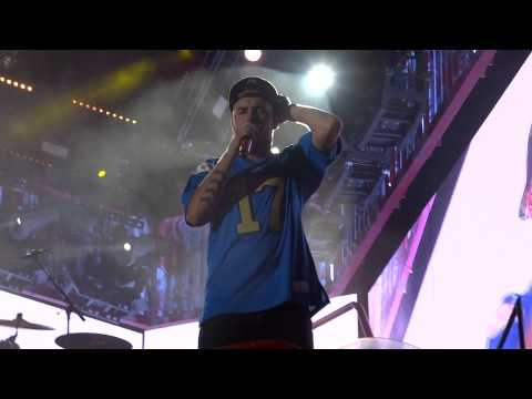 One Direction - What Makes You Beautiful - Front Row Pasadena 13-sept-14 Hd video