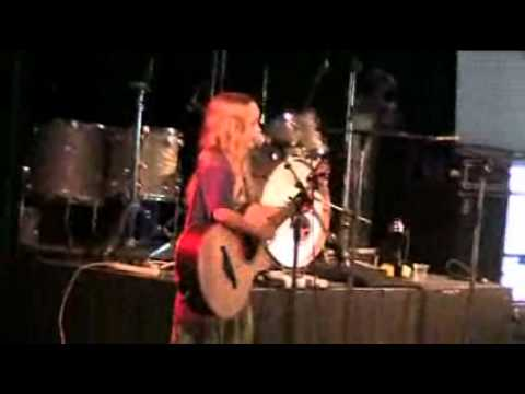 Zoe at Woodford singing What's Up for Darren Percival and Mal Webb, 1 Jan 2011