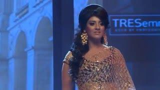 ফ্যাশন শোতে মডেল ও অভিনেত্রী মৌ Sadia Islam Mou