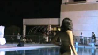 nikol vicencio en traje de baño  en pisina.MPG