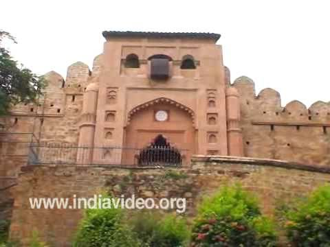 A closer view of Jhansi Fort , Uttar Pradesh