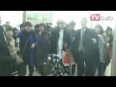 [TV Daily] 130114 Super Junior at Incheon Airport to Malaysia (starts at 1:02)