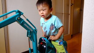 Epic birthday present for 2-year old♪  Micro excavator Komatsu PC-01 is here!!