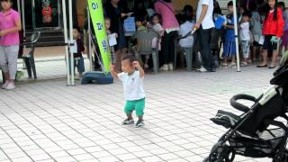 "Korean baby dancing to ""Oppa Gangnam Style"""