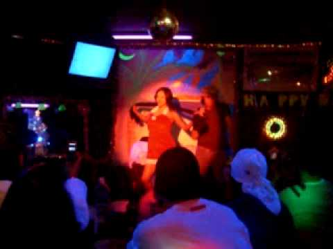Gwen Garci  Dancing In A Little Pub In Japan video