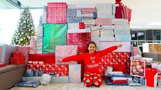TIANA AND FAMILY OPENING CHRISTMAS PRESENTS!! 2018 Special