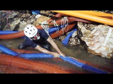 Слишком долгий путь к спасению. Когда тайские школьники смогут выбраться из затопленной пещеры?