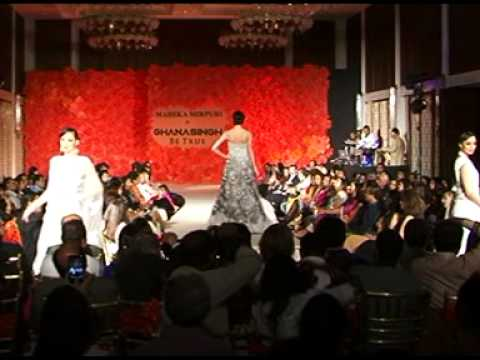 12 08 2013     Karishma Kapoor On Ramp For Gautam Ghanasingh New Collection With Maheka Mirpuri Show video