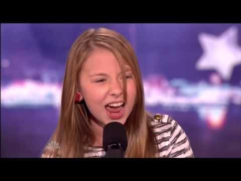 Une jeune fille de 11 ANS avec une histoire triste étourdit le public avec sa voix - Amerique Talent