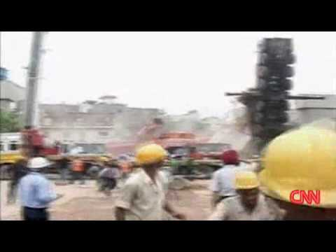 India: Construction cranes collaspe at Metro Rail site - 07-13-09