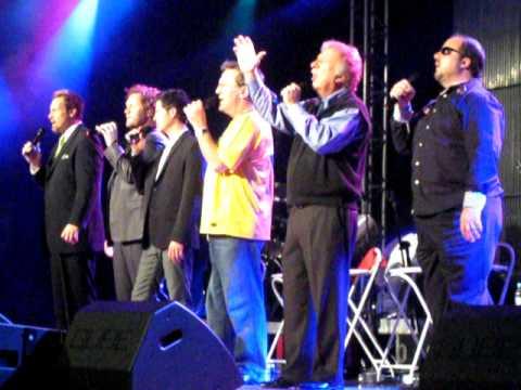 Gaither Vocal Band no Brasil - I Then Shall Live.avi