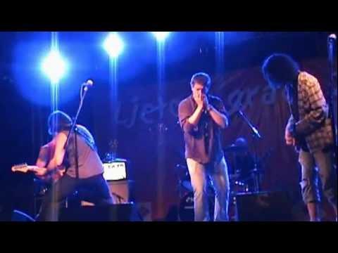 Pod silom živ – Tko stoji iza mene ( Live – Ljeto u gradu Zrinskih 2012 )