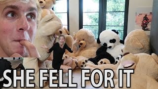 PRANKING ALISSA WITH GIANT TEDDY BEARS (scared her)