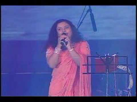 A song by actress Tara on the 3rd day of the 4th AKKA World Kannada Conference 2006.