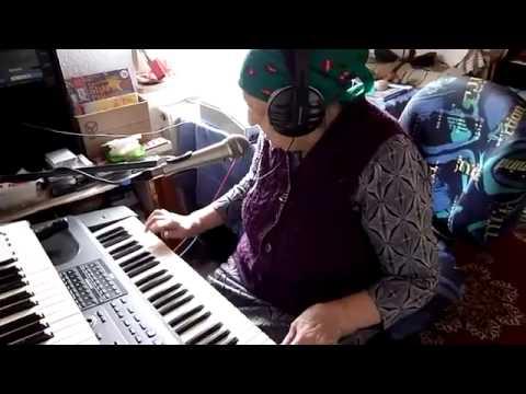 очень талантливая бабушка - very talented Granny