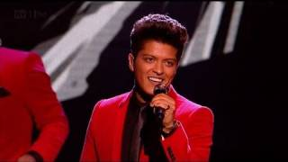 Download Lagu Runaway Baby with Bruno Mars - The X Factor 2011 Live Results Show 3 - itv.com/xfactor Gratis STAFABAND