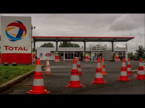 Oil strikes close hundreds of French petrol stations