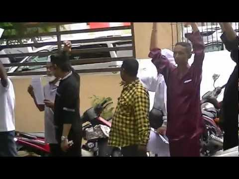 Myanmar Muslims Protesting in front of Myanmar Embassy Malaysia Peacefully Part 1