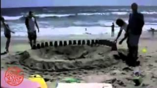 Videos Graciosos - Agujero En La Playa
