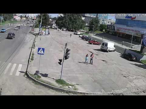 ДТП на пр. Юбилейный возле кинотеатра «Кинолэнд» (04-08-2016)