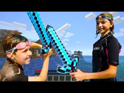 Видео Майнкрафт - Адриан и Света - Minecraft в Аквапарке!