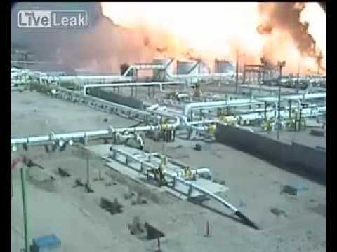 Massive explosion at oil refinery in Mexico (MUST WATCH)