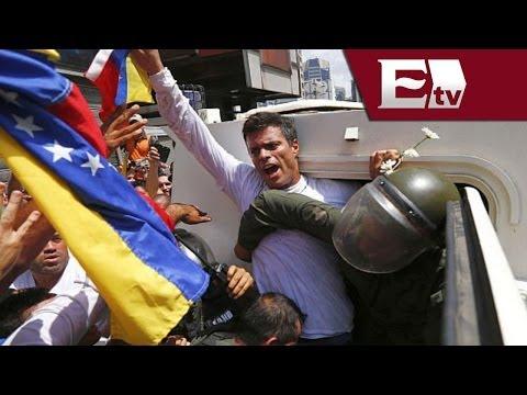 Leopoldo López se entrega a la policía frente a grupo de seguidores / Paola Virrueta