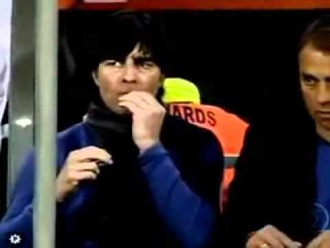 Joachim low comendo meleca do nariz..avi