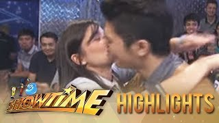 Anne Curtis kisses Vhong Navarro on Showtime