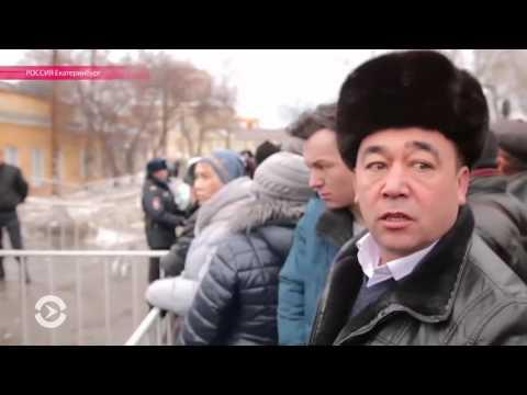 ОМОН и собеседования: мигранты штурмуют отделения ФМС России