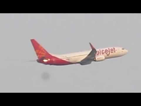 Spicejet Airbus A320 take off from kolkata international airport .