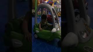 Bí bo Bi tập lái ô tô