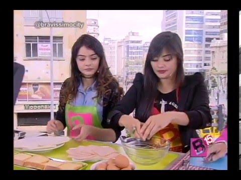 Yuri Vargas con su hermana Maria Jose en la cocina de Bravíssimo