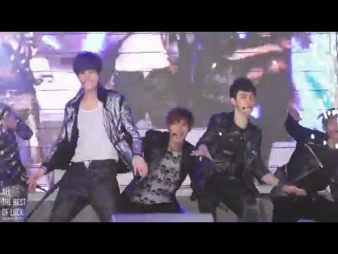 [FANCAM] 120506 Chanyeol is the only one smiling. LOL @ Simply K-Pop Music Videos