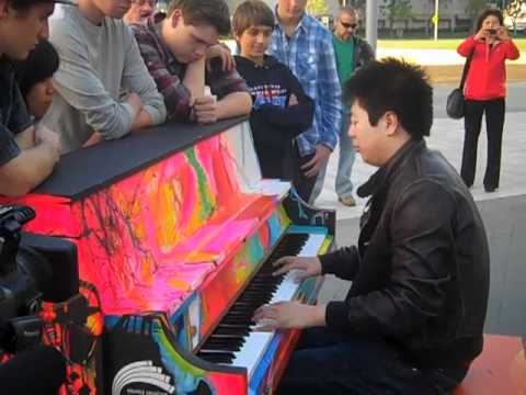 Lang Lang gives impromptu performance for students before Pacific Symphony concert