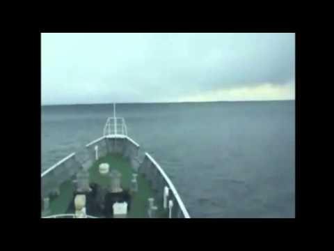 Ola del tsunami de Japón grabada desde un barco en el mar
