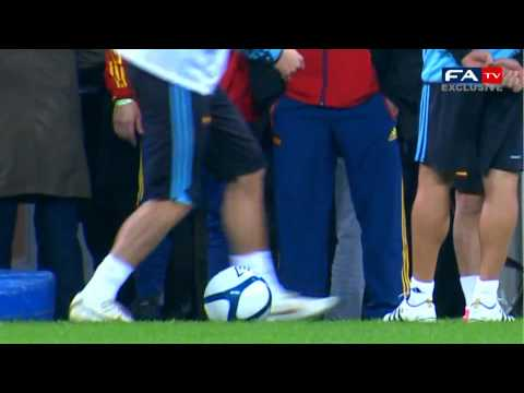 Nice football trick from Ramos | England 1-0 Spain training