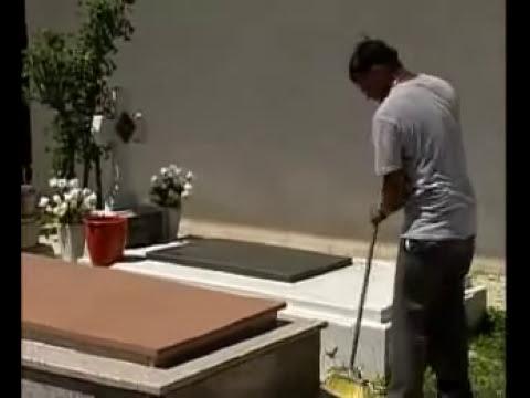 Broma en el Cementerio