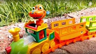 Развивающее видео для детей. Поезд динозавров. Игрушки из мультфильма поезд динозавров.