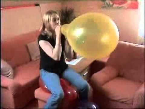 Mausi platzt Luftballons